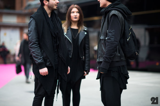 wearing black clothes makes you appear more attractive