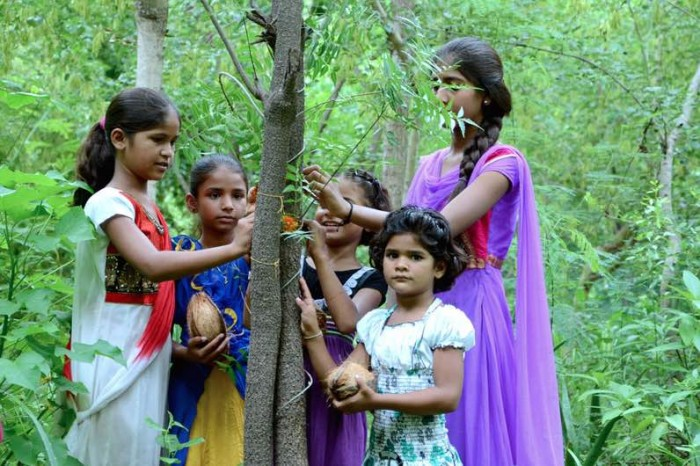 India-family-girls-plant-111-trees