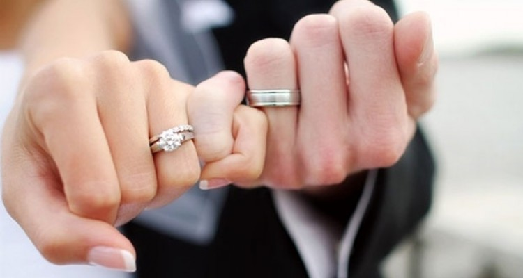 Why are Wedding Rings Worn on the Left Hand Womans Vibe