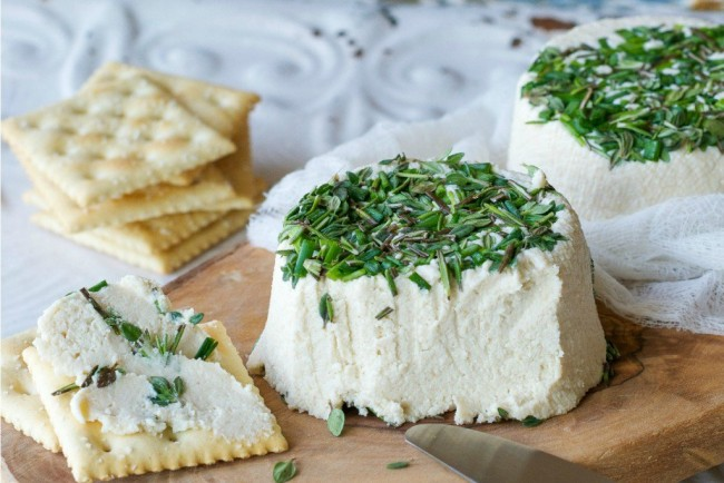 Roasted-Garlic-Herb-Cream-Cheese_Boursin-1024x683