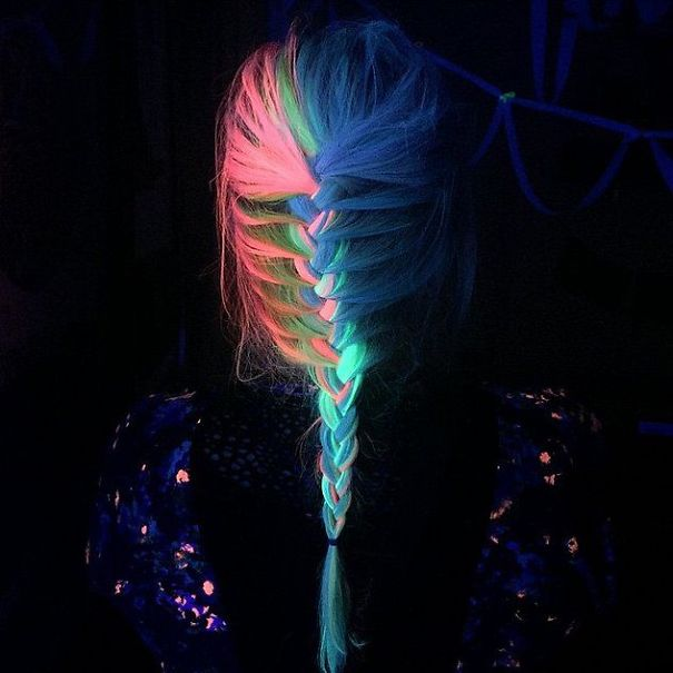 glow-in-dark-blacklight-hair-high-voltage-classic-manic-panic-11__605