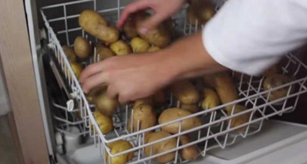 He-Dumps-Potatoes-Into-His-Dishwasher.-It-Seemed-Crazy-Until-I-Saw-Why