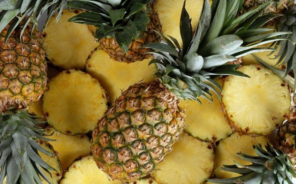 pineapple-and-banana-hair-mask-for-oily-hair