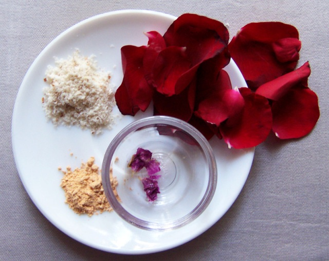 Rose_Almond_and_Sandalwood_Face_Pack