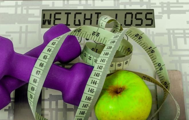 dumbbells-apple-and-measuring-tape-scale