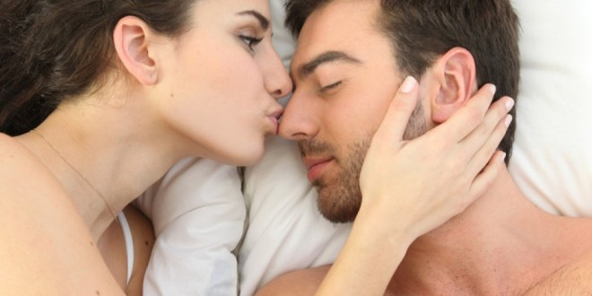 couple-kissing-in-bed-1024x1024-2yhe8405wlgsexgqed3b40