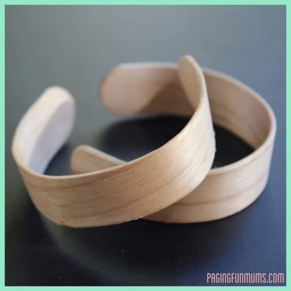 Popsicle-Sticks-Turn-Into-The-Most-Surprising-Thing-When-You-Boil-Them3-e1439438099814