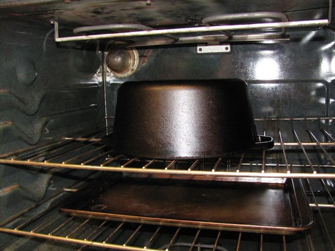 10-key-things-everyone-should-know-about-seasoning-cleaning-maintaining-cast-iron-pans.w654 (1)