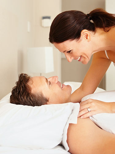 54f5fd937281f_-_1-couple-smiling-in-bed-lgn